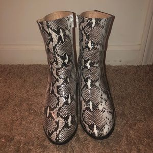 Shoes - Amazing lace Snakeskin boots/ snakeskin booties